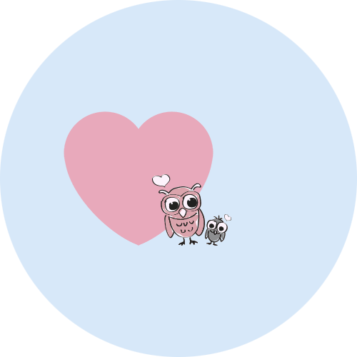 Orange und kleine blaue Eule vor einem rosaroten Herz